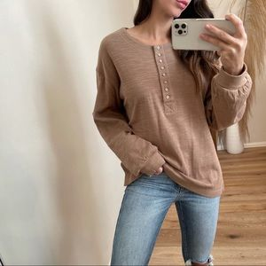 A Classic Must Henley Longsleeve | Taupe